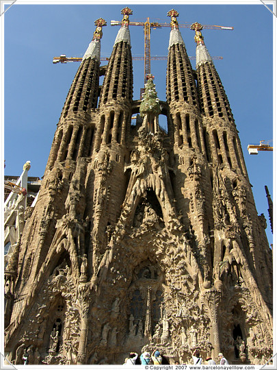 Barcelona 2017 pictures la sagrada familia church for La sagrada familia en barcelona
