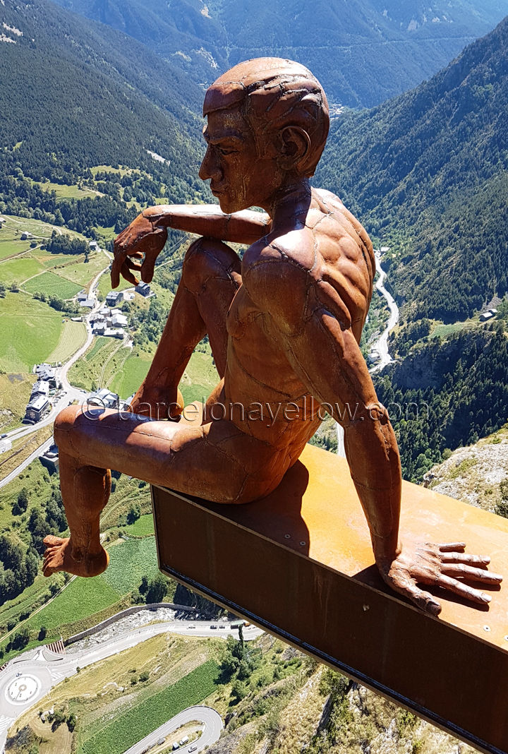 andorra_skywalk_sitting_man