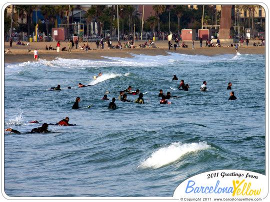 barcelona_autumn_surfers