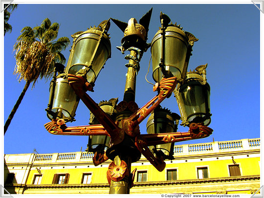 barcelona pictures plaza reial gauid lamp posts