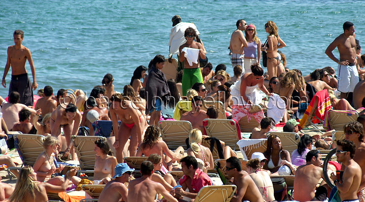 720x400_barcelona_beaches_crowded