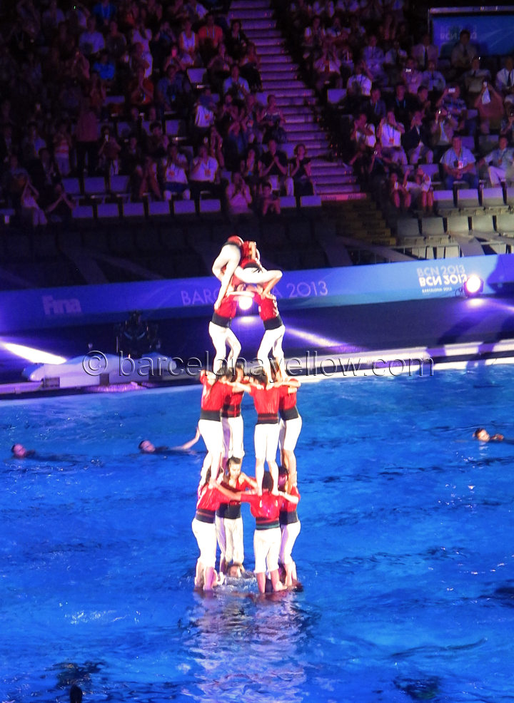 swimming_pool_castellers_human_towers