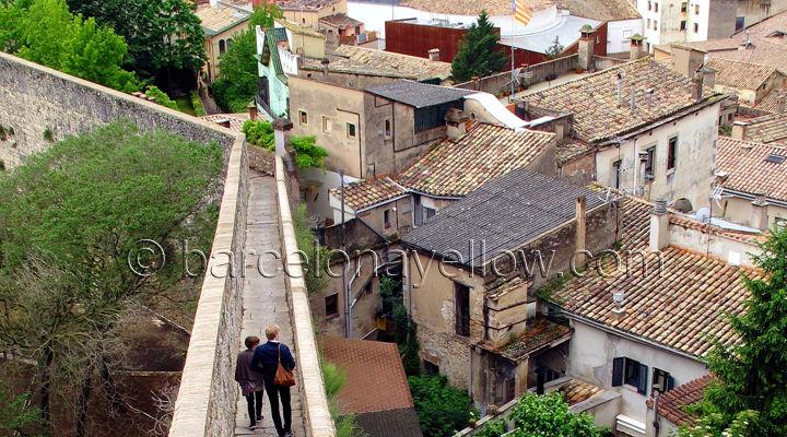 gerona_wall_walk_medieval_city_walls