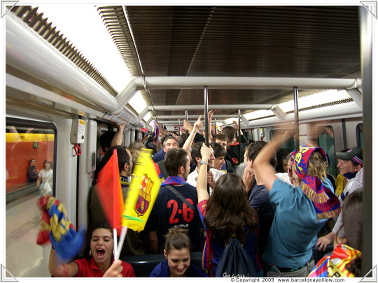 metro is packed on way to plaza catalunya 28 may 2009
