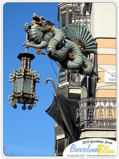 La Rambla dragon Casa dels Paraigües