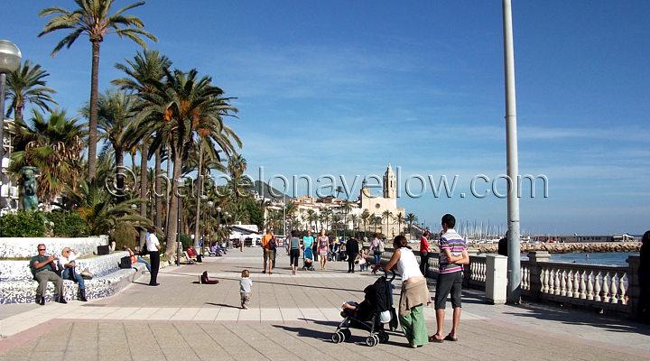 sitges_beach_walk