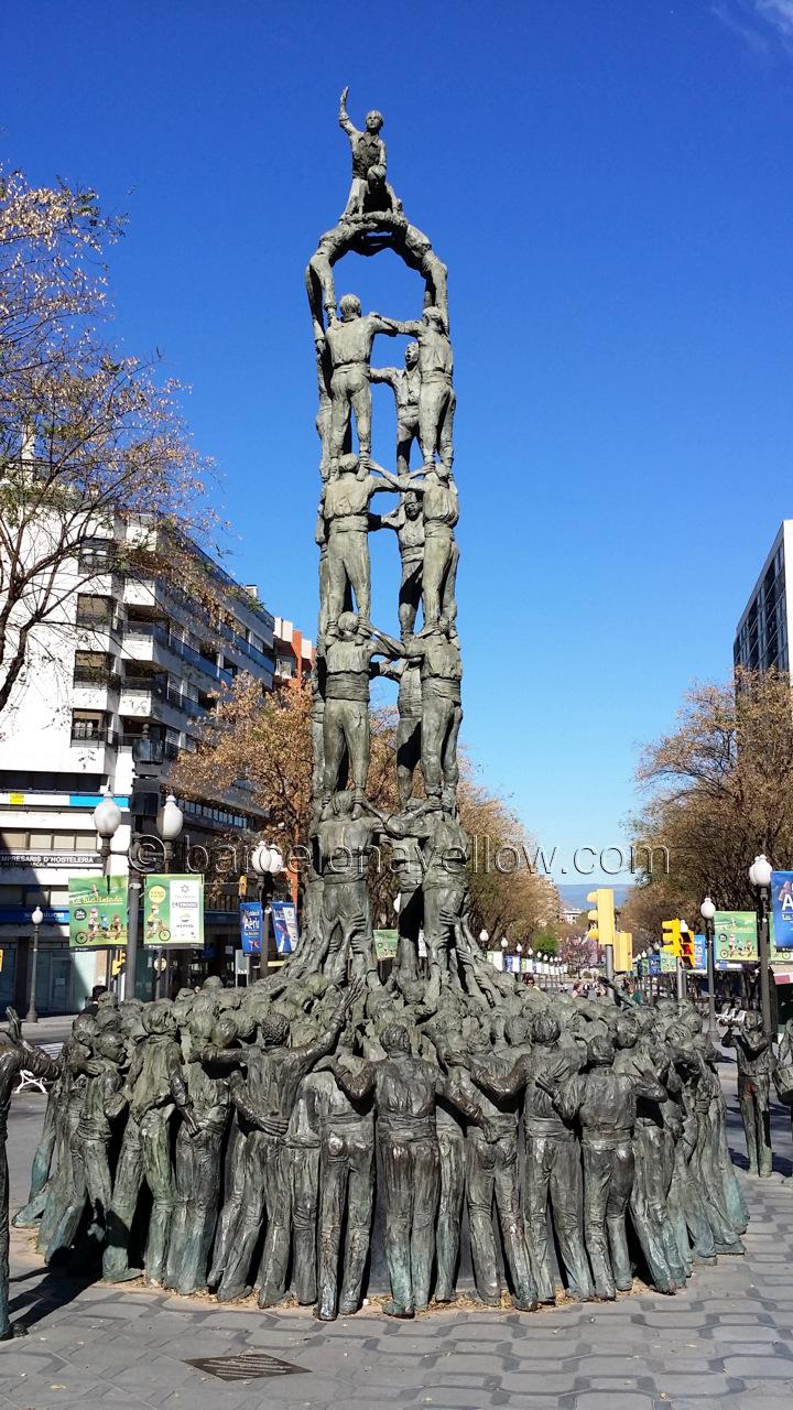 Statue human towers Tarragona - monument als castellers