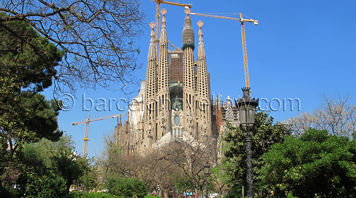 sagrada_familia_church_barcelona
