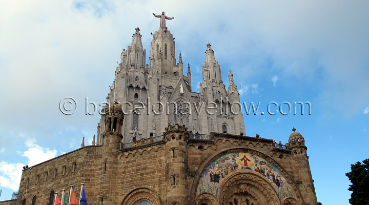 sagrat_cor_church_on_hill_barcelona