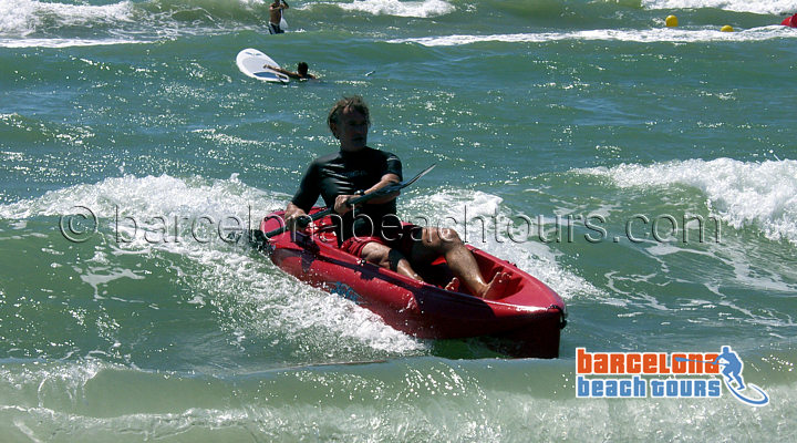 kayak_waves_barcelona