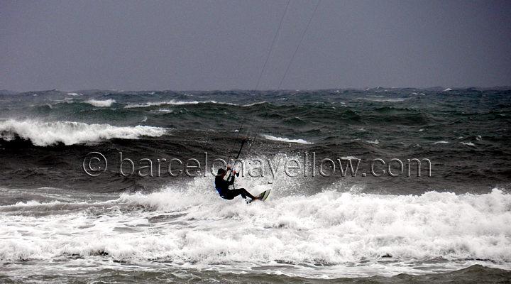 extreme_kitesurfing_platjadelprat_barcelona