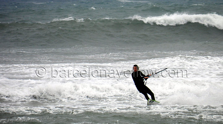 kiting_waves_barcelona