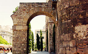 Barcino. Pictures Roman city Barcelona - Roman walls