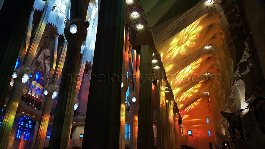 inside-sagrada_familia-church-barcelona