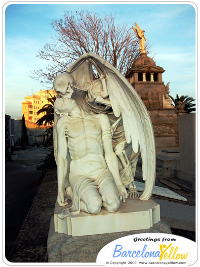 kiss of death Poblenou cemetary