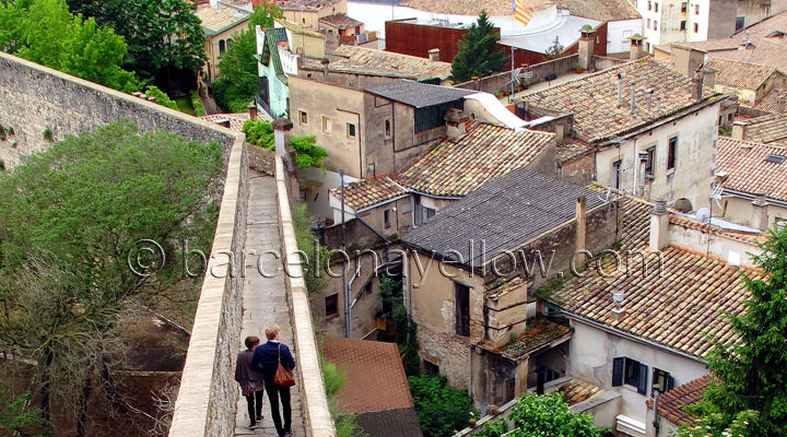 gerona_wall_walk_medieval_city_walls