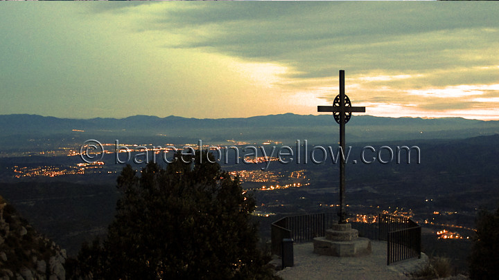 sunset_michaels_cross_montserrat_monastery
