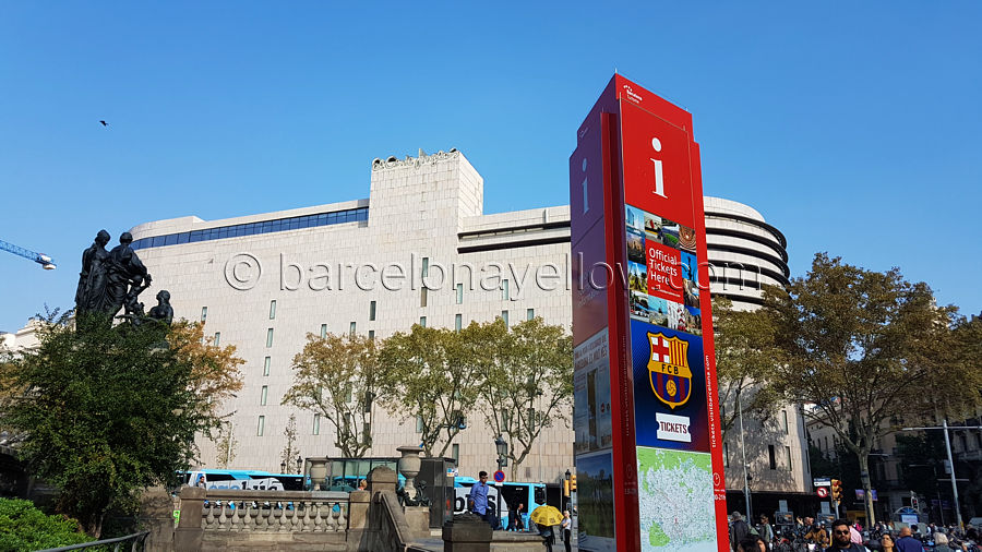 900_plaza-catalunya_tourist_office