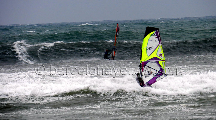 extreme_windsurfing_barcelona_spain